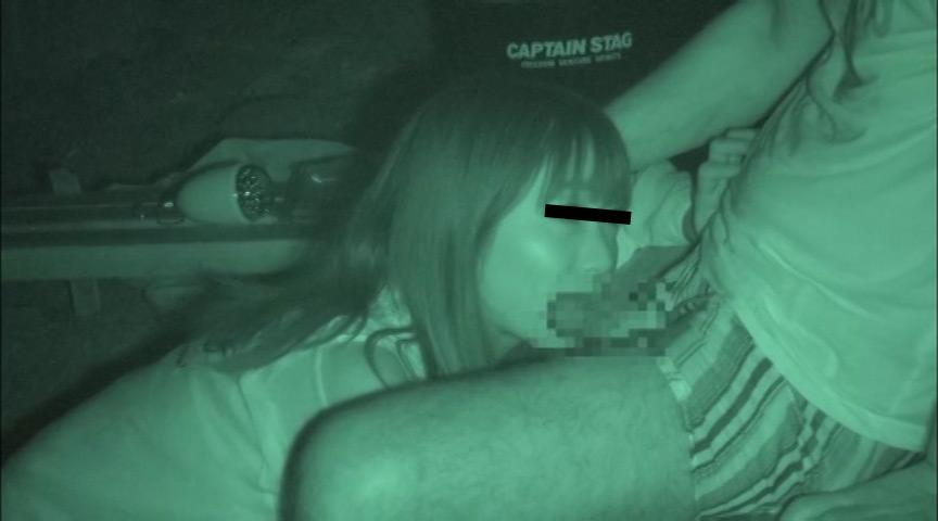 ハメを外して青姦している客を覗き続けているキャンプ場管理人の本物盗撮映像 3枚目