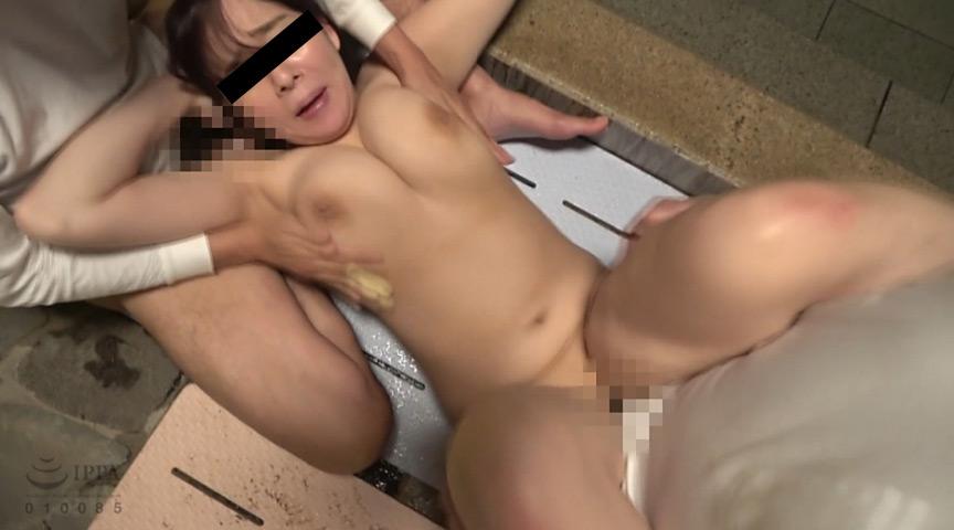 巨乳人妻温泉鬼畜レイプ 4枚目