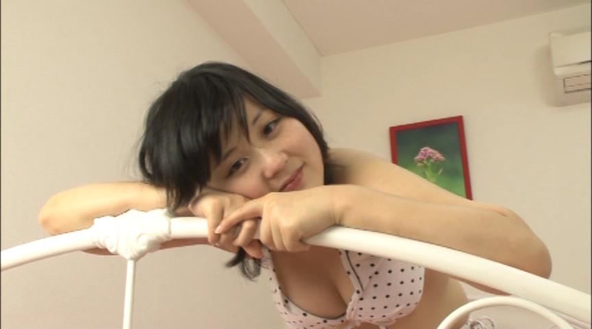 大きな乳と大きなオナラの女の子 画像 6