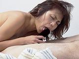 目の前にチンコが有れば舐ってしまう理想の口、バツ熟女