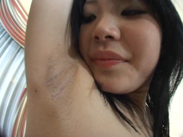 女の酸っぱいワキ臭責め 画像 11