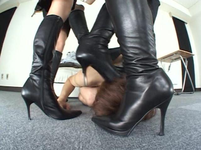 ブーツメーカーOLの酸っぱ臭っさい足臭奴隷 ジロジロ見てると嗅がすわよ! の画像16