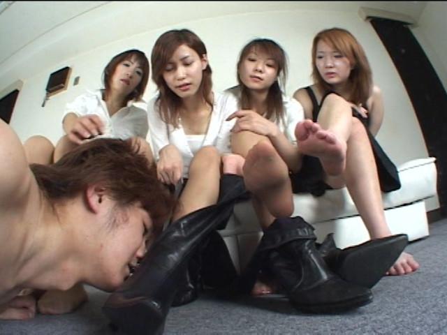 ブーツメーカーOLの酸っぱ臭っさい足臭奴隷 ジロジロ見てると嗅がすわよ! の画像4