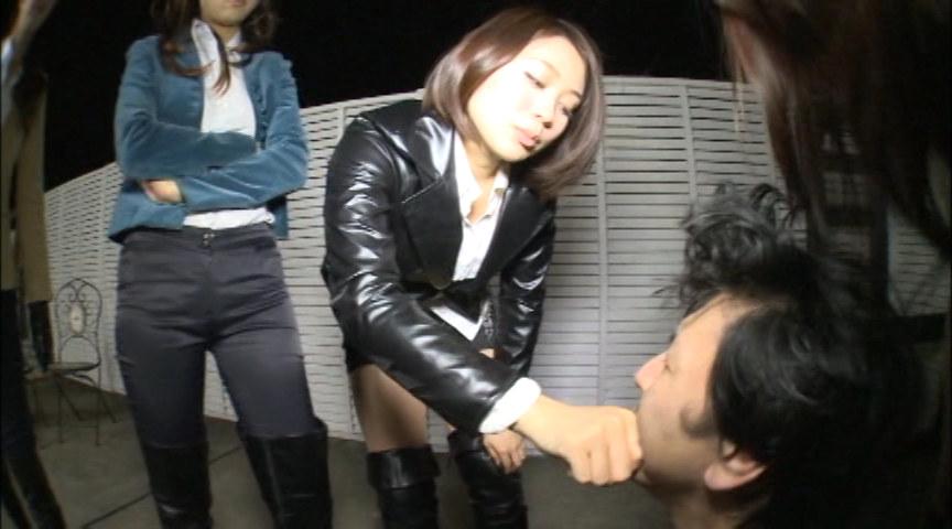 "An elegant woman ""超美脚"" ニーハイブーツリンチ!! 画像 17"