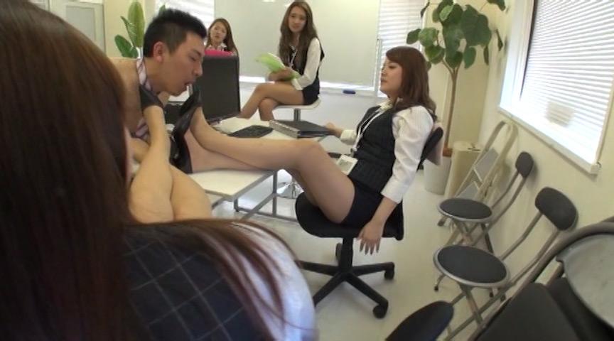 集団OLたちからの女臭パンスト消臭責め!! 画像 2