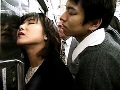 揺れる電車の女 〜まさぐる手、もてあそばれる尻〜