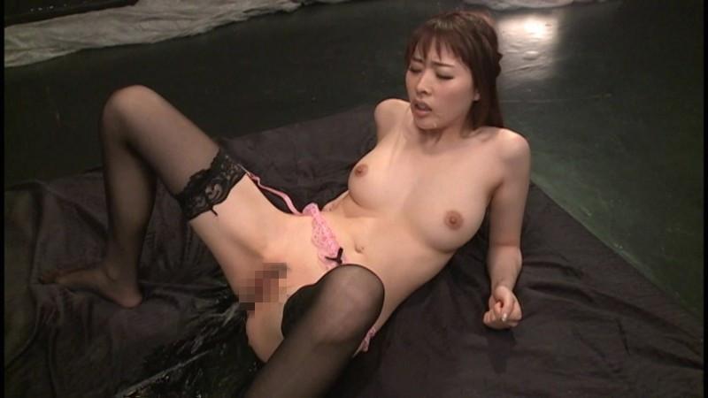 ガニ股で快楽放尿するお漏らし女たちの大洪水SEX!!