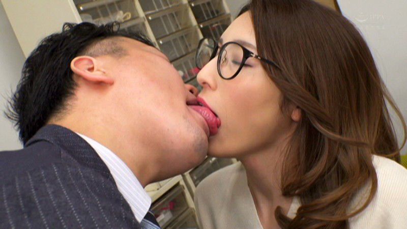 IdolLAB | celeb-1117 夫の元上司に接吻調教された若妻 森沢かな