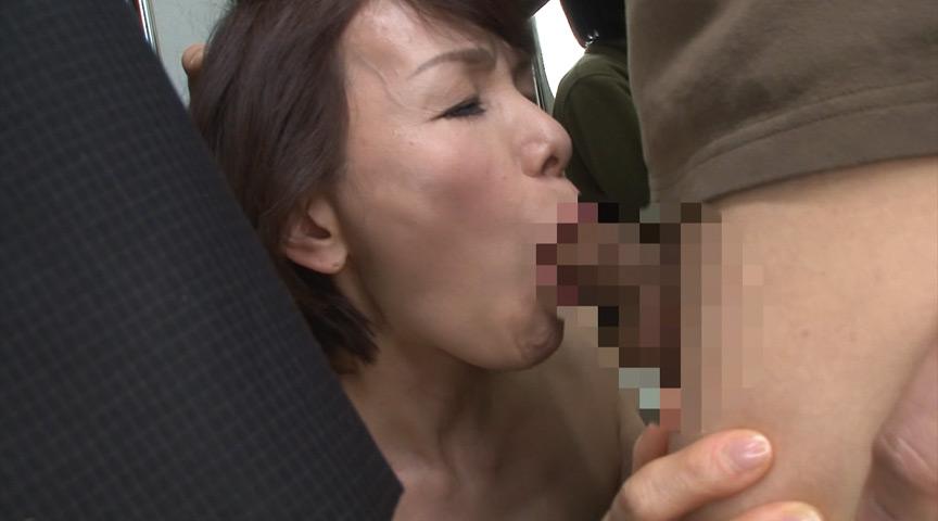 人妻痴漢電車~さわられた六十路母~ 内原美智子