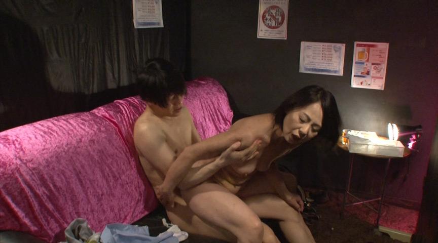こっそり本番させてくれる熟女ピンサロ嬢 澤田一美 画像 5