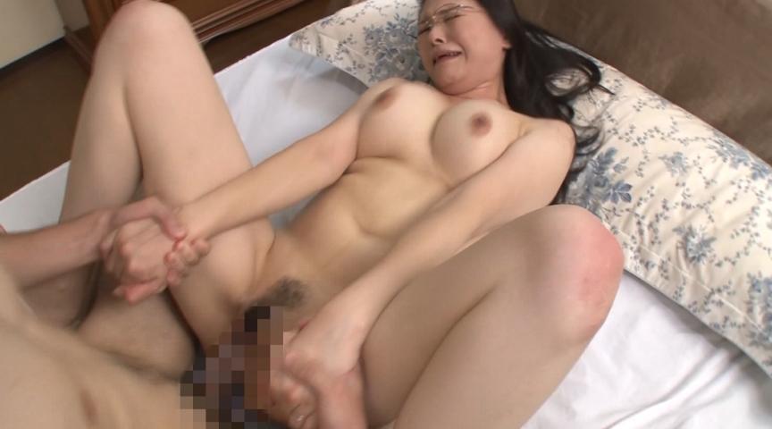むちむちスーツ熟女に教わる中出しセックスの方法 画像 4