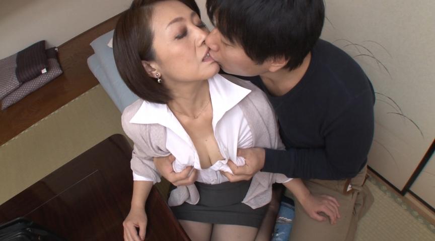 むちむちスーツ熟女に教わる中出しセックスの方法 画像 7