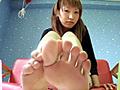 足裏を見せる女2