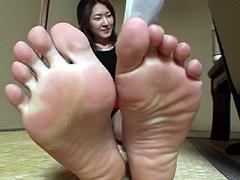 足裏を見せる女29