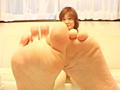 足裏を見せる女17のサムネイルエロ画像No.7