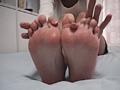 足裏を見せる女7-4