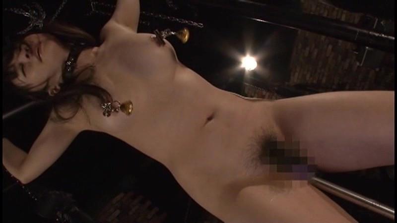 生殖器をしごかれ悶絶する女たち2