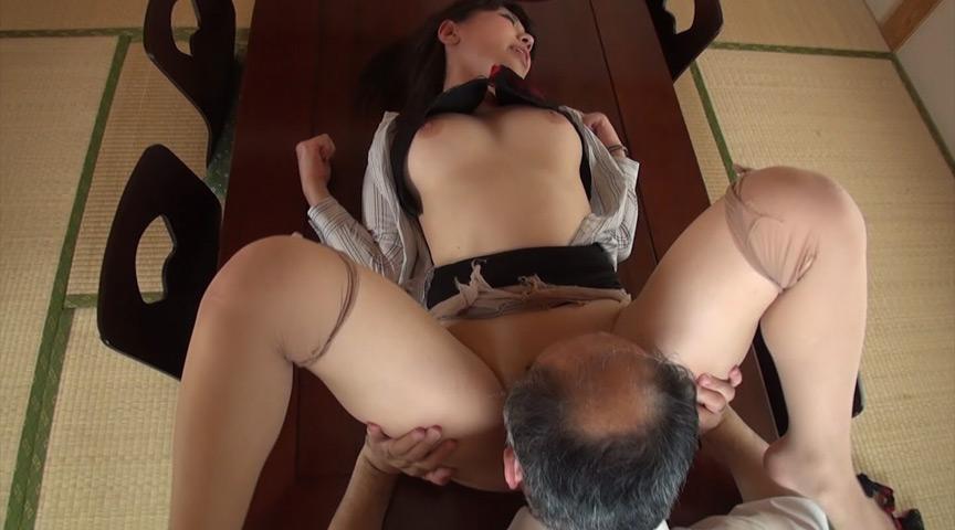 巨乳ドM女とオヤジ集団のべろキス・唾液・ザーメン漬け 画像 6