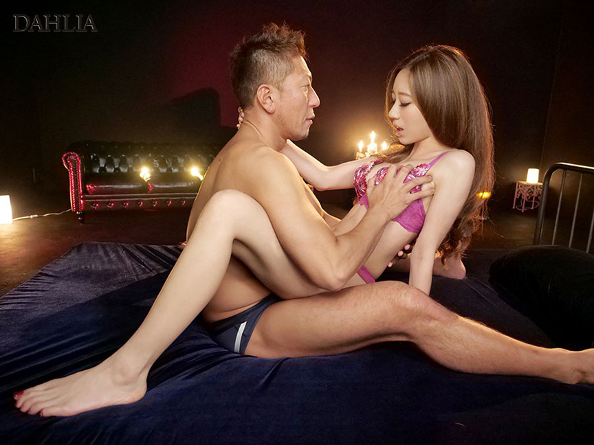 電撃移籍 DAHLIA専属 性フェロモン200%ボディ東凛 画像 8