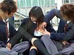 ラブラブ女子校生の校内イチャつき手コキをのぞく