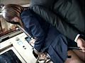 通学バスで女子校生に勃起チ○ポを握らせてヤらせるサムネイル3