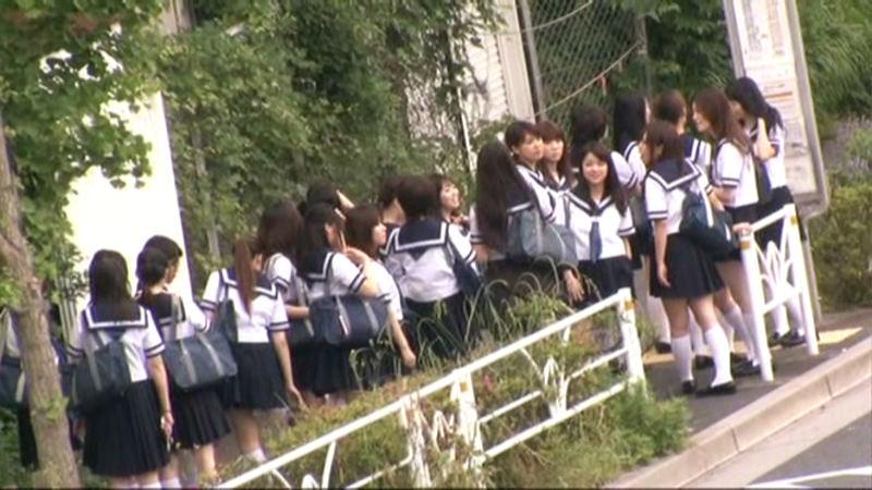 女子校通学バスに乗り込んで生でヤられた1のサンプル画像