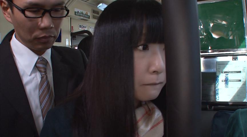 女子校通学バスに乗り込んで生でヤられた3のサンプル画像