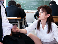 女教師が学校内でも優しくヤってあげている生現場1