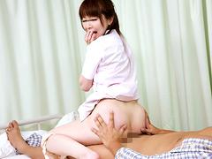 看護師のスカートのパンチラビデオをオカズにセンズリ1