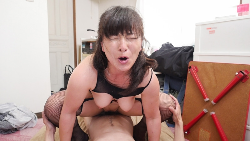 玄関入って5秒でビンビンにさせるおばさん 松沢ゆかり