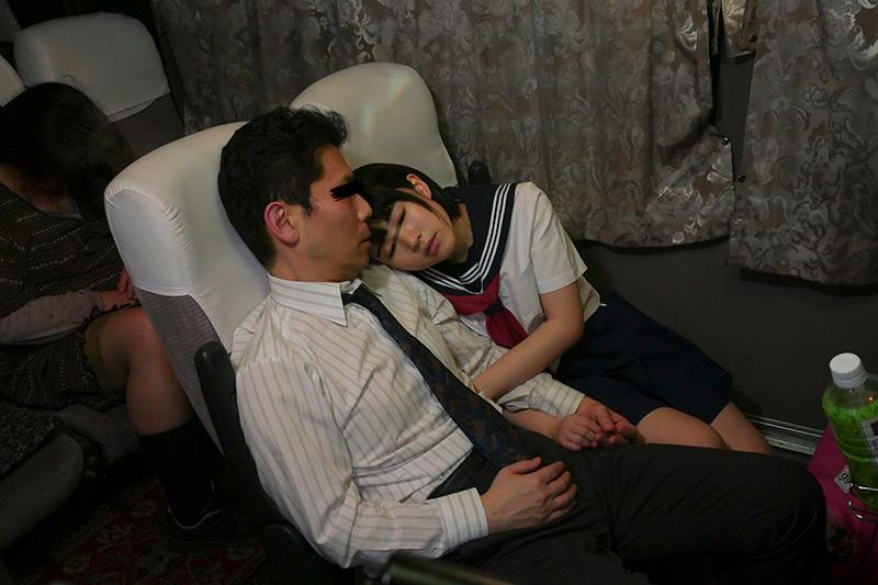 夜行バスで出会った痴女J○に手コキで焦らされて1 画像 4
