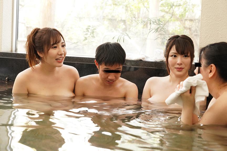 温泉旅行に母親と近所に住む巨乳ママ友二人が行く