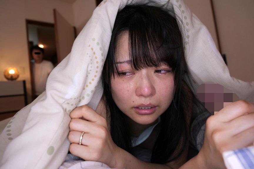 泣きながら囁き淫語で部下を誘惑する上司の妻 画像 1