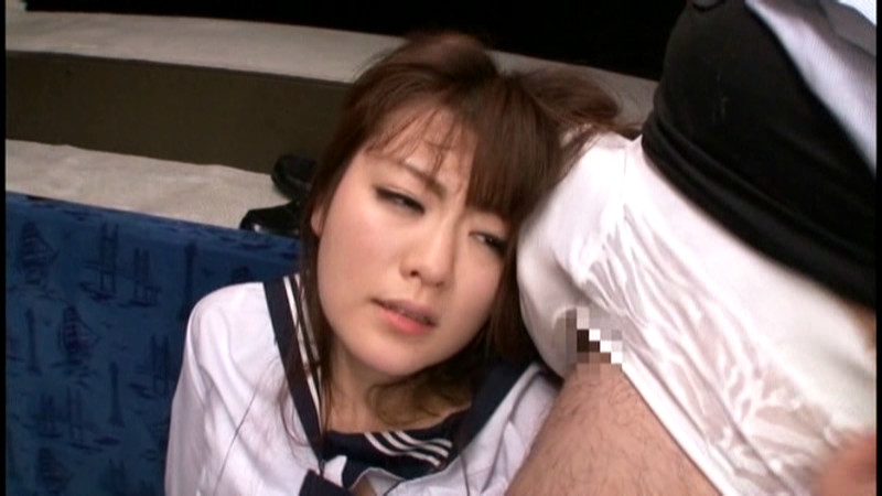 女子校生黒パンストいじめバス 画像 14