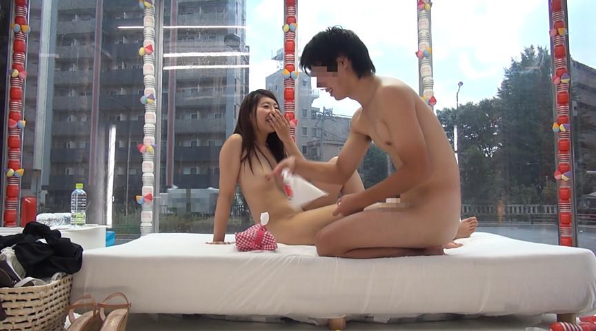 大学生の男女がマジックミラー号の中で2人っきり in池袋 画像 6