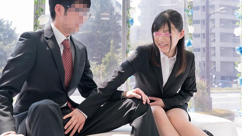 ザ・マジックミラー 顔出し!働く美女限定 街頭調査!職場の同僚と日本一エロ~い車の中で2人っきり 理性と性欲どちらが勝つのか!?同じオフィスで働く男女に突然のSEX交渉!!人生初の真正中出しスペシャル!6 in池袋 の画像10