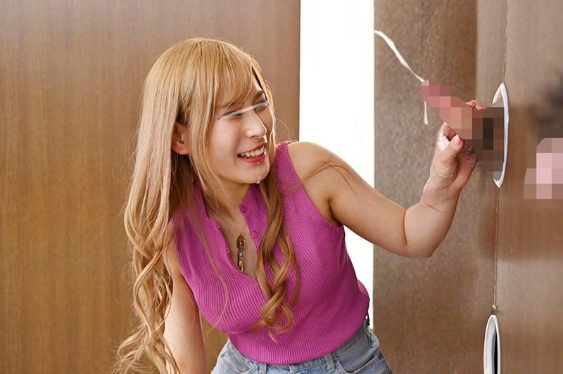 渋谷のギャル女子大生が壁ち○ぽの即ヌキに挑戦!のサンプル画像1