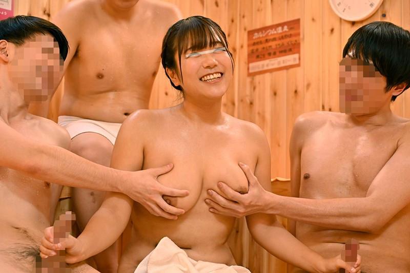 巨乳女子大生がサウナの男性客のチ○ポ連続ヌキに挑戦 2