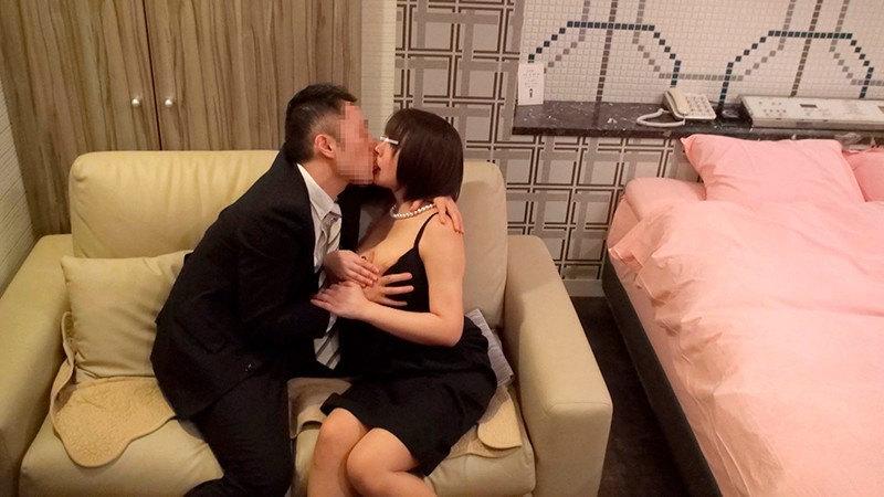 同窓会で再会した男女が1発10万円の連続射精セックス! 画像 1