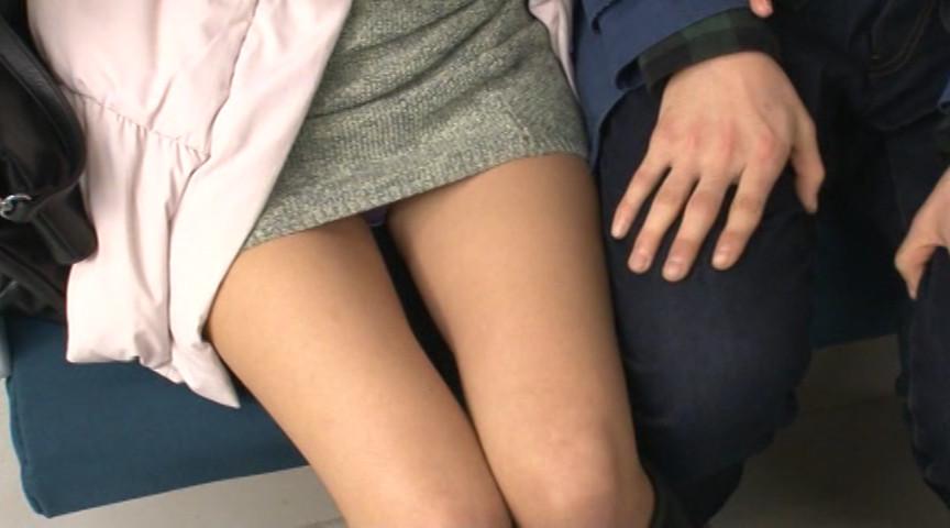スカートの中を覗いていたら目が合ってしまい…4 画像 1