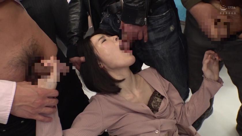 鬼畜痴漢にしつこく責められ連続イキさせられる巨乳女 画像 4