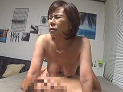 デカチン学生が爆乳熟女を連れ込んで中出しセックス