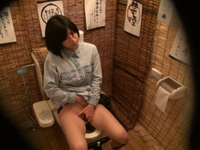 居酒屋トイレ盗撮 欲情便所 [二十二]のサンプル画像3