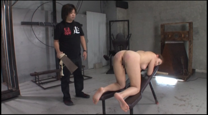 一本鞭・乗馬鞭・拷問板による 特選・百叩き攻撃 の画像17