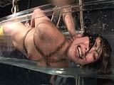 奴隷水責め拷問 嘔吐・浣腸・蝋燭嬲り 【DUGA】