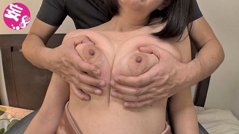 伸びる長乳首熟女 杉本秀美 64歳 画像 7