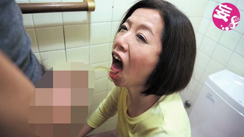 伸びる長乳首熟女 筒美かえで 56歳 画像 2