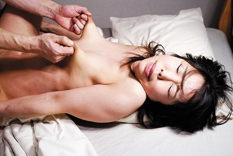 50歳過ぎ熟女が乳首ビンビンさせながら連続アクメSEX 画像 8