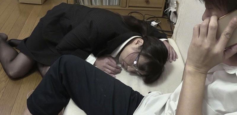 2穴無限強● 罠に堕ちた爆乳メガネ熟女教師 時田こずえ 画像 1