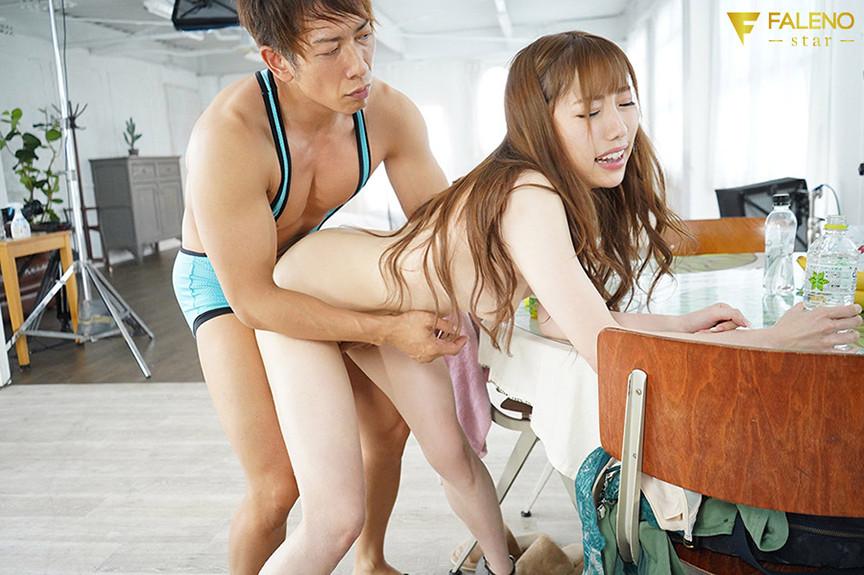 ひたすら膣奥を貫く強制立ちバックハンドル 七海ティナ 画像 1